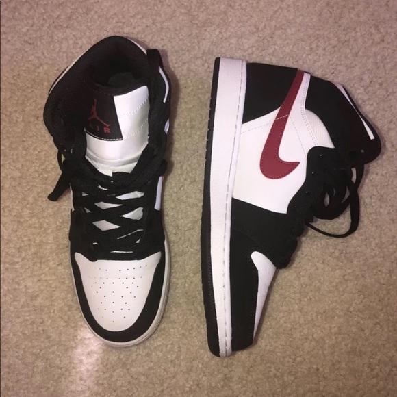 pretty nice 61873 276b9 Jordan Shoes - Nike Air Jordan 1 6Y Women s 7.5